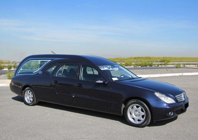Mercedes Limousine Blu, quattro porte